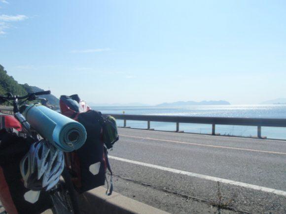 海沿いを走るキャノンデールクイック4