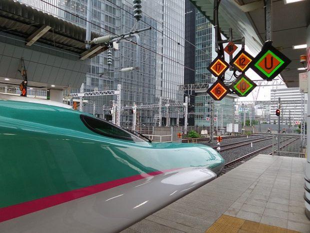 北海道への新幹線はやぶさの横顔