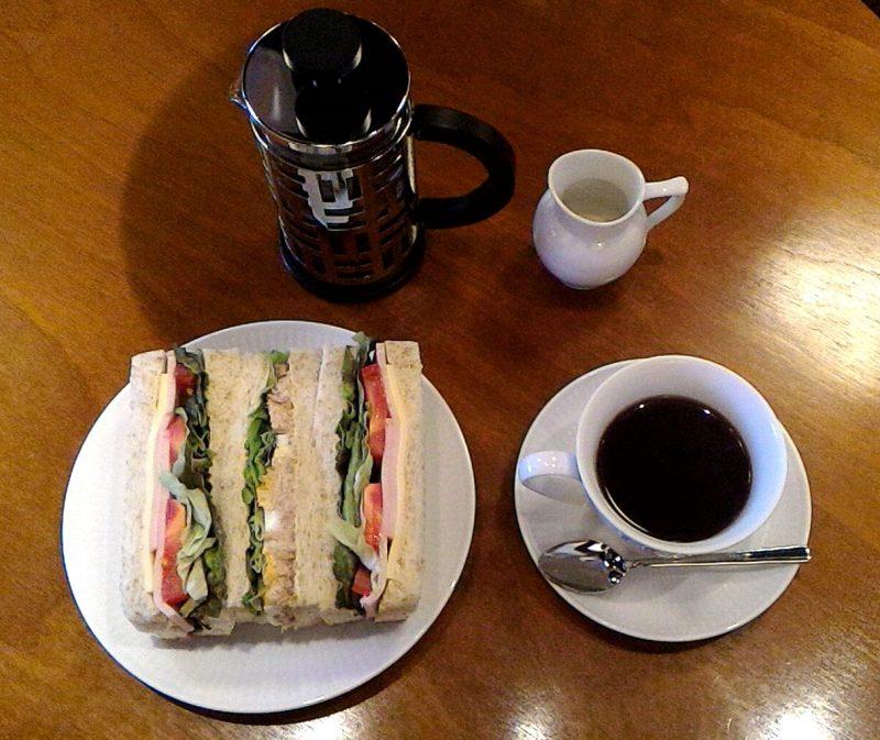 丸山珈琲のサンドイッチとフレンチプレスで入れた西麻布ブレンド