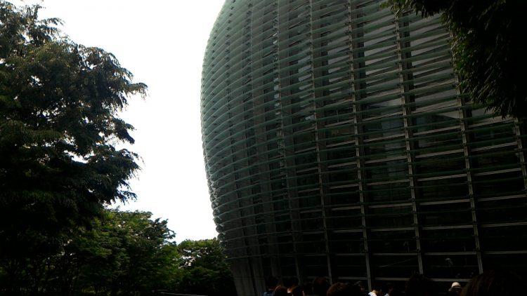 新国立美術館の建物の外観の一部